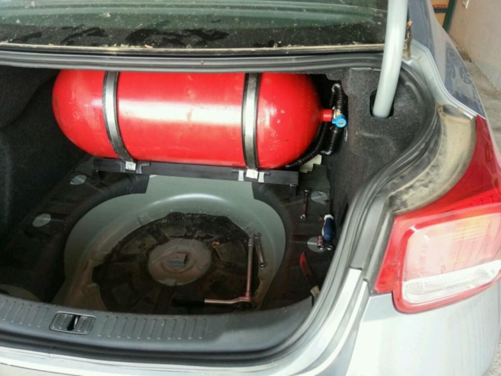 установка баллона в багажнике Малибу
