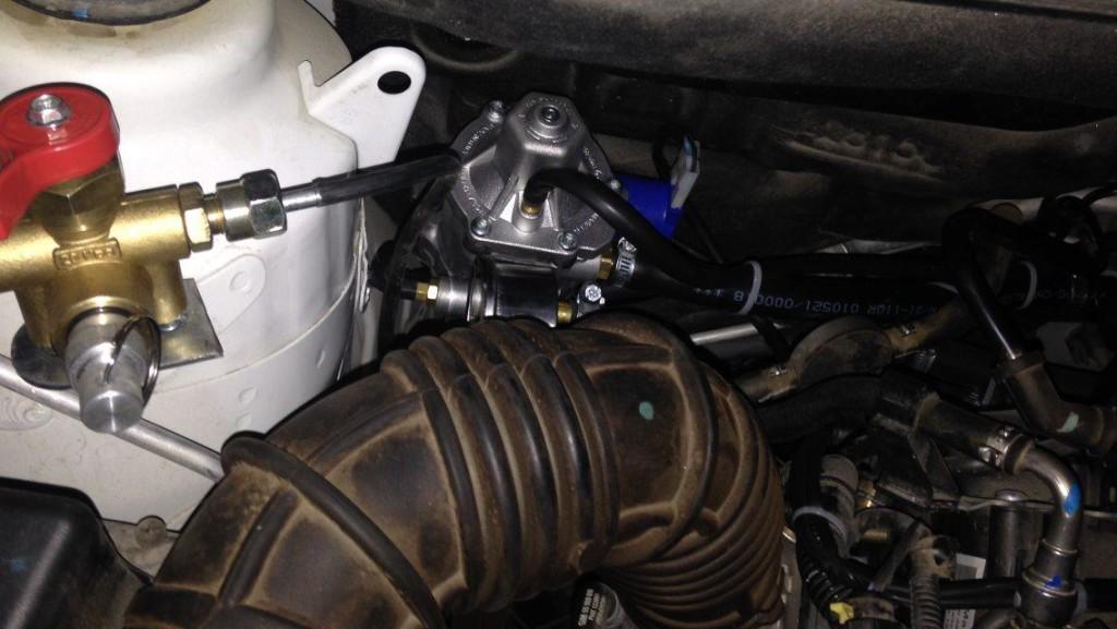 Заправочный и регулятор давления газа (редуктор)