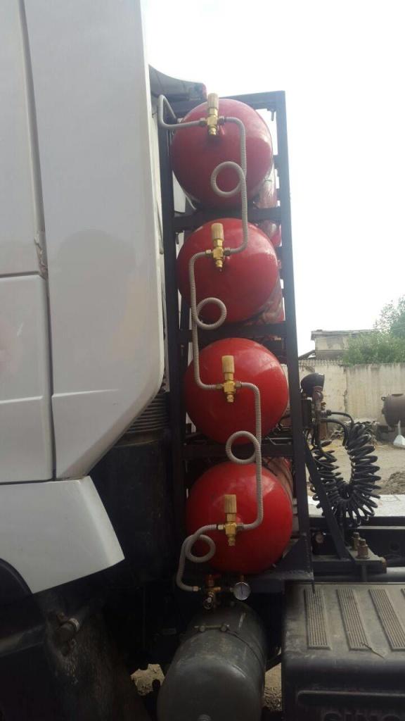 Sinotruk HOWO (Хово) на метане - установка баллонов за кабиной